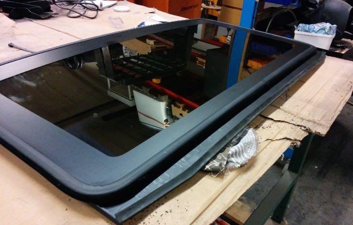 Restoration of the sunroof on a Volvo 780 Bertone ...